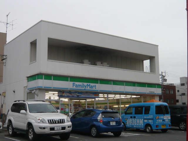 Marche 4階 ファミリーマート