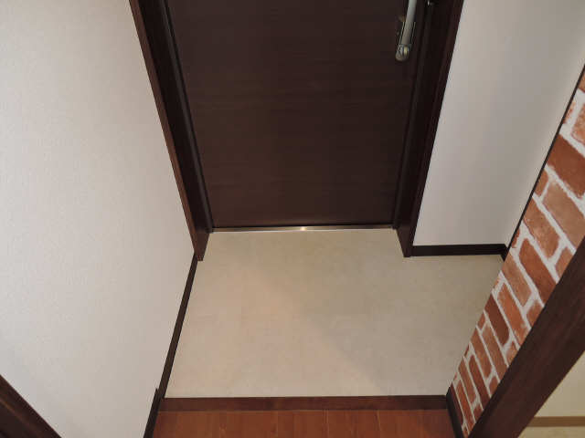 ドゥナーレ畑江通 3階 玄関