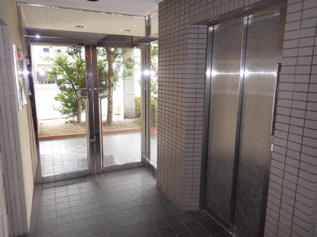 エステート岩塚 2階 ロビー