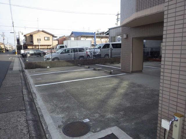 エステート岩塚 2階 駐車場