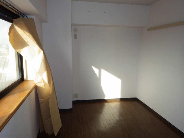 エステート岩塚 7階 洋室