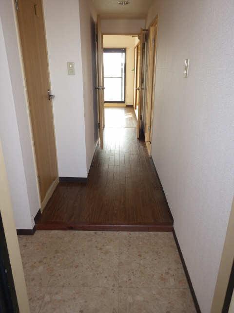 エステート岩塚 7階 玄関