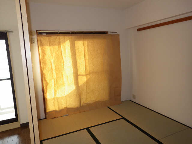 エステート岩塚 8階 和室