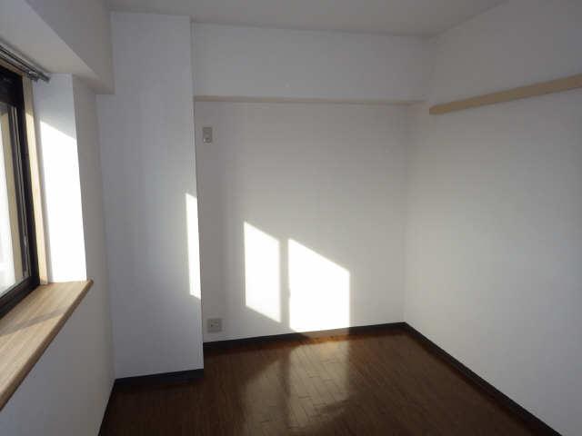 エステート岩塚 8階 室内