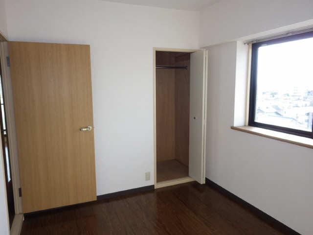 エステート岩塚 8階 洋室