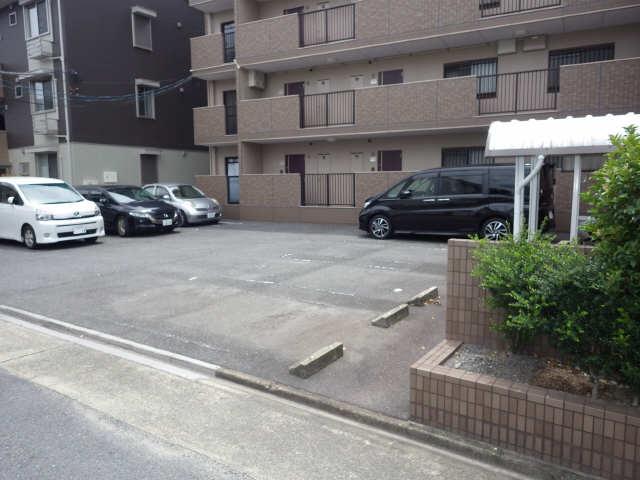 リヴィエル城屋敷 4階 駐車場