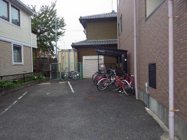 グランドシャトーK1 3階 駐輪場