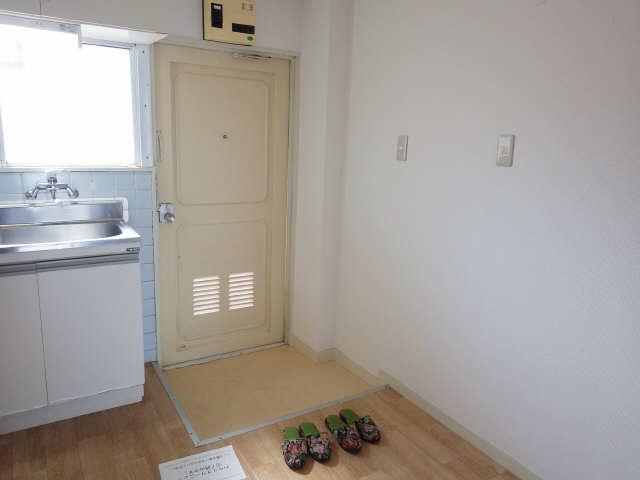 川島第二ビル 3階 玄関