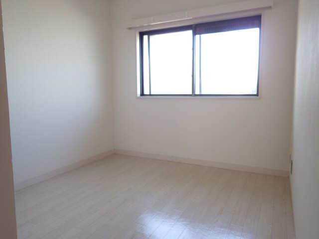 カーサ第8大和星ヶ丘 1階 洋室