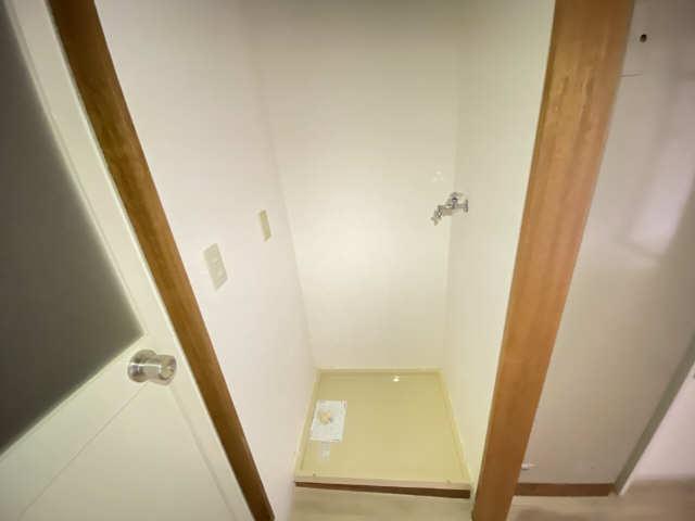 ハイライフ本山 2階 洗濯機置場