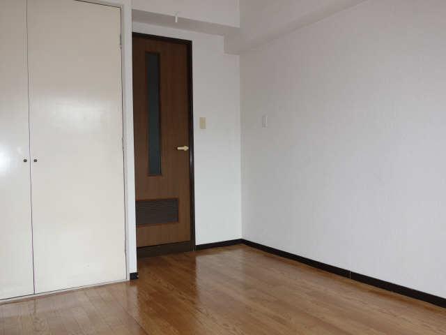 サンパーク豊年町 7階 洋室