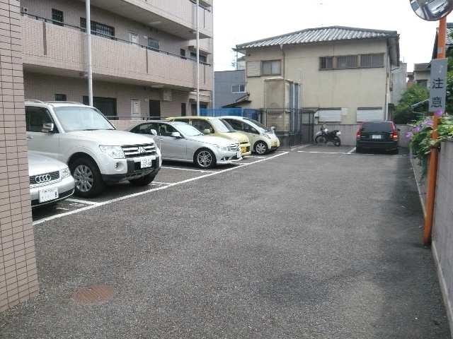 カーサ本山 4階 駐車場