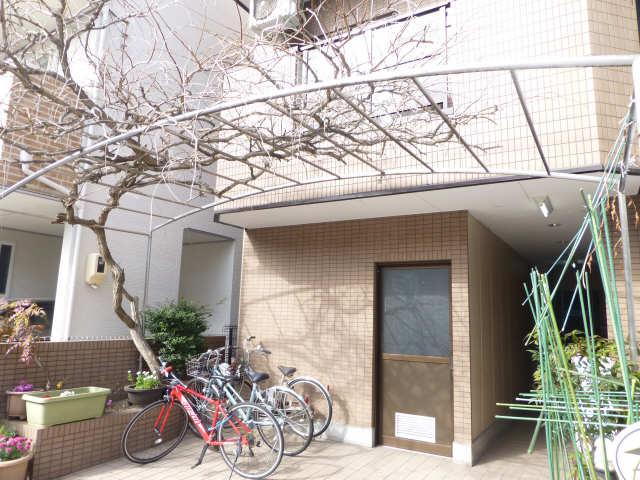 March伊奈 2階 エントランス
