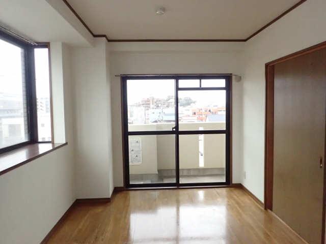 エム・グラーベ 4階 洋室