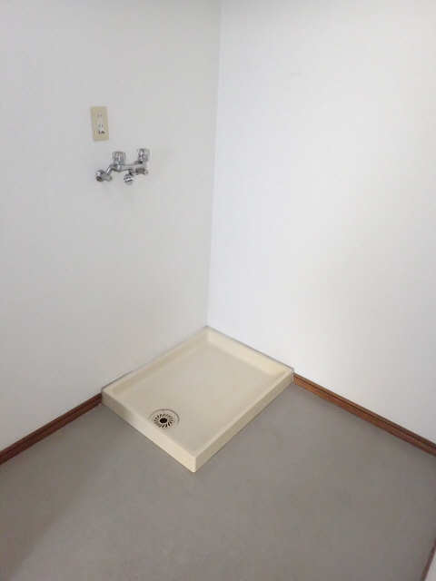 エム・グラーベ 4階 洗濯機置場