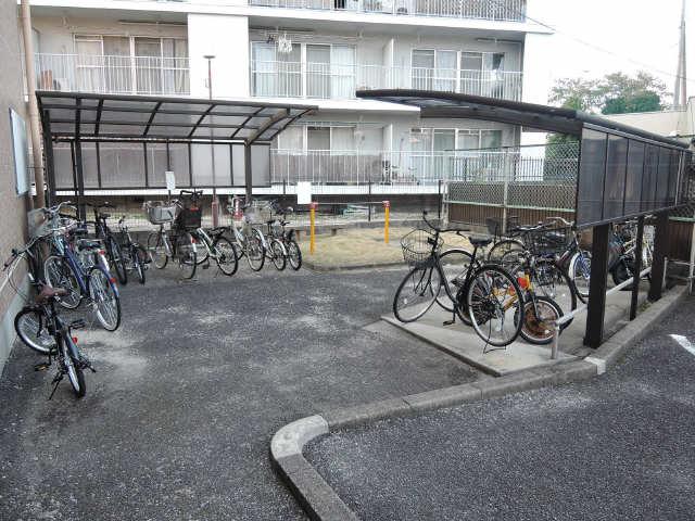 ドミール汐路 3階 駐輪場