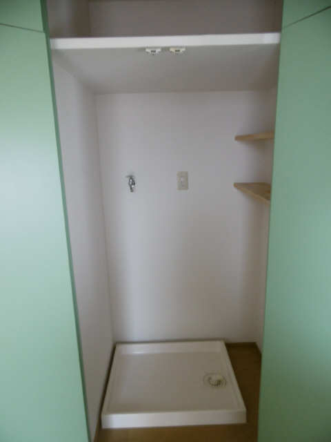 ISABELLA GARDEN1 3階 洗濯機置場