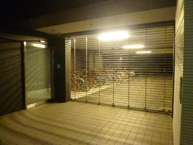 プロシード瑞穂 9階 駐輪場・駐車場入り口