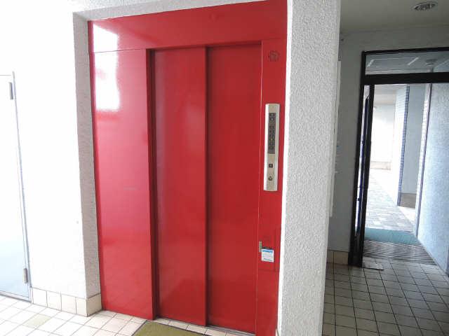シュロス黒川 1階 エレベーター