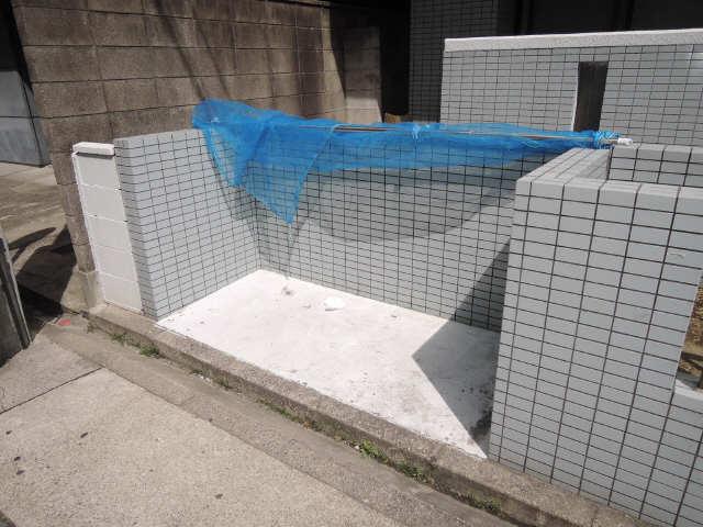 シュロス黒川 1階 ゴミ置場
