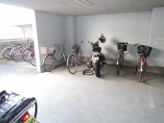 シュロス黒川 1階 駐輪場