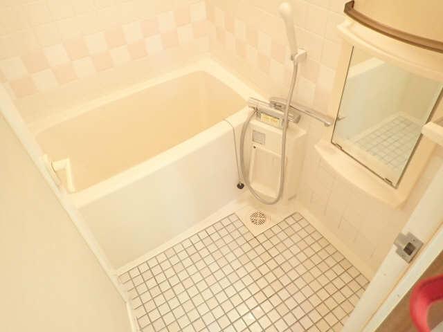 シュロス黒川 1階 浴室
