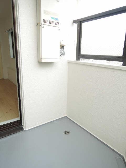 ジョイフル尼ケ坂 1階 洗濯機置場