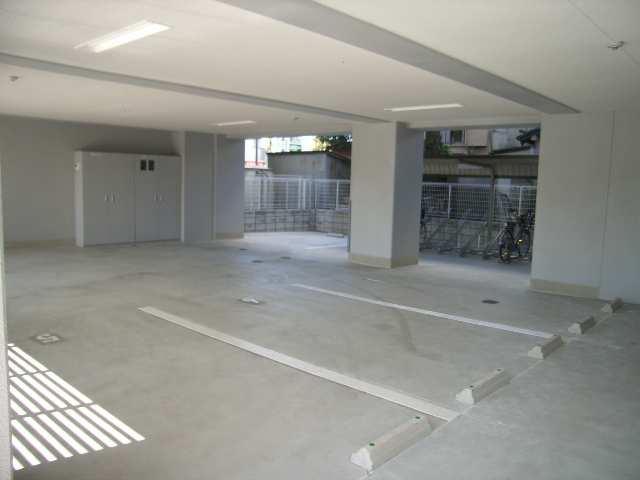 クレジデンス黒川 8階 駐車場