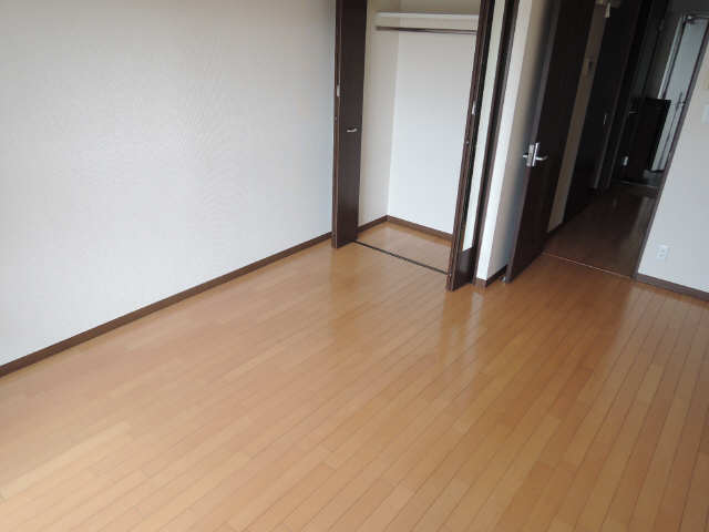 クレジデンス黒川 8階 室内