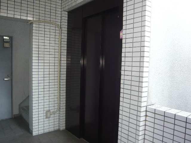 エスポワール名古屋 3階 エレベーター