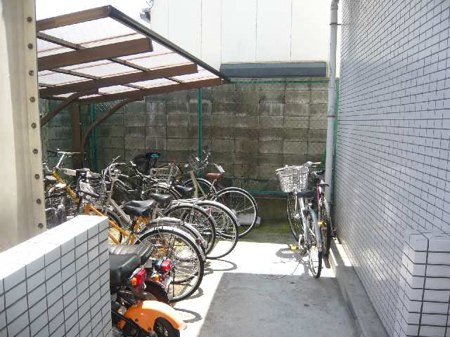 エスポワール名古屋 3階 駐輪場
