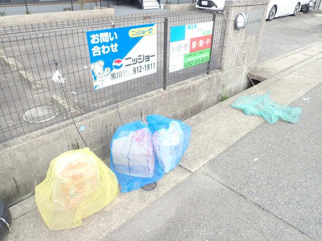 エントピア若鶴 1階 敷地内ゴミ置き場