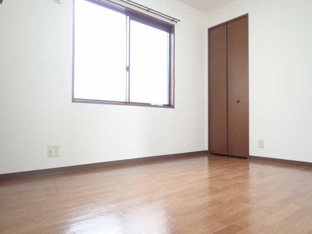 エントピア若鶴 1階 室内