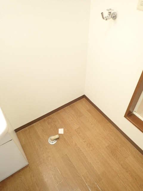 エントピア若鶴 1階 洗濯機置場