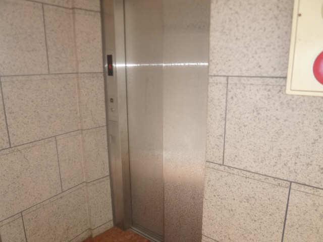 エステート石園 1階 エレベーター