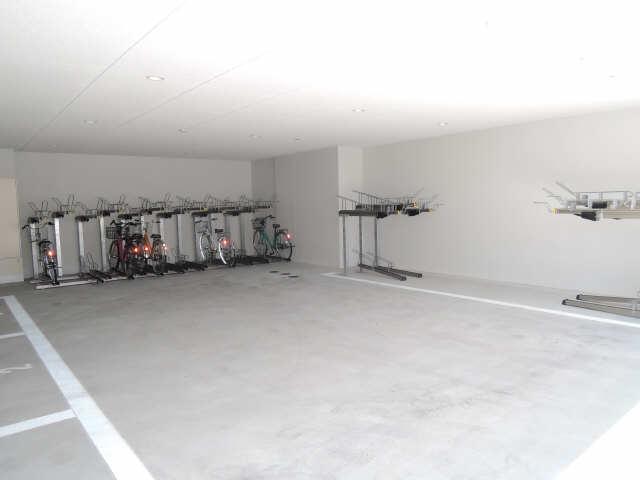 パルティール黒川 6階 駐輪場