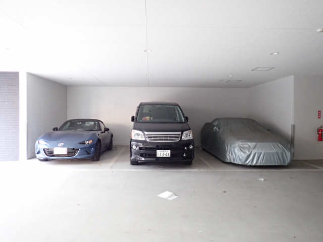 パルティール黒川 7階 駐車場