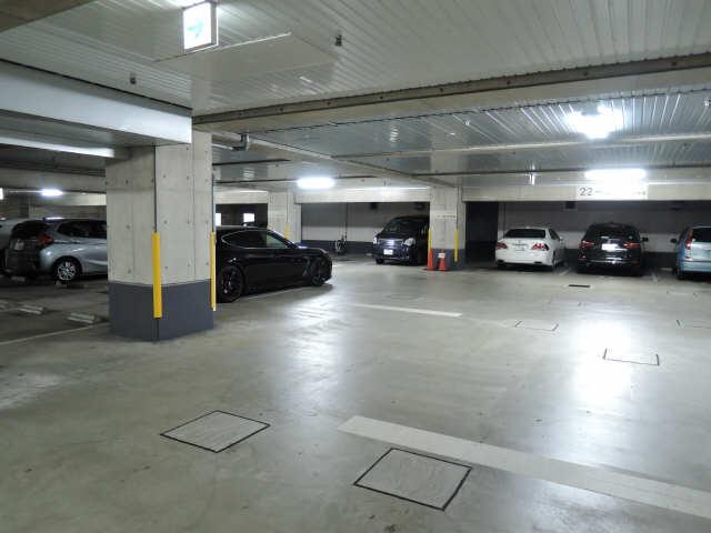 カーサビアンカ黒川 6階 駐車場