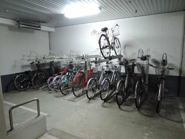 カーサビアンカ黒川 6階 駐輪場