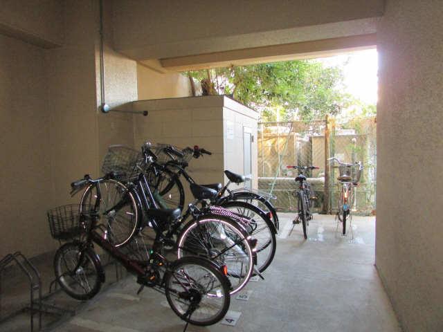 千早ハイリス 4階 駐輪場