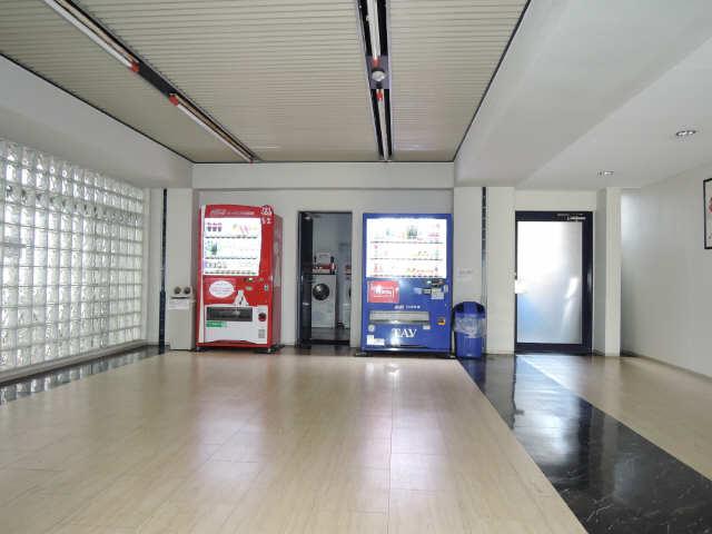 フィールド ヒルズ 2階 自動販売機