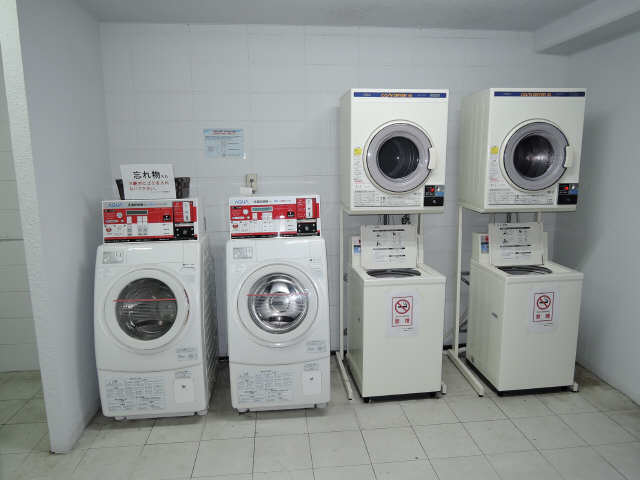 フィールド ヒルズ 2階 洗濯機置場