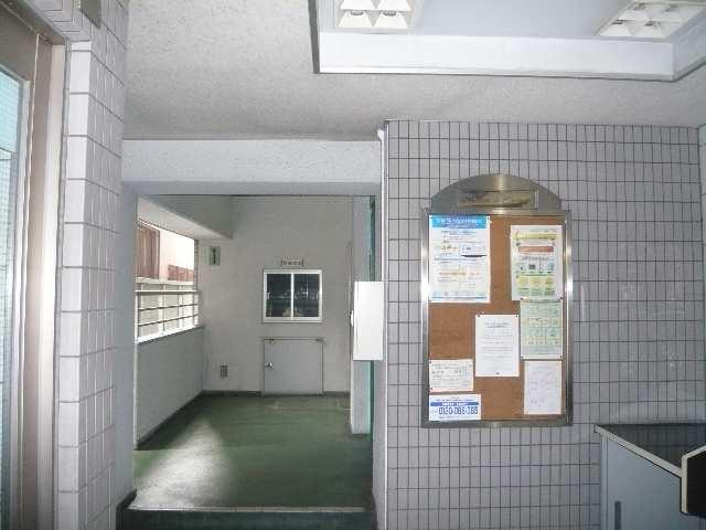 メゾン ド セレブラル 8階 北棟エントランス