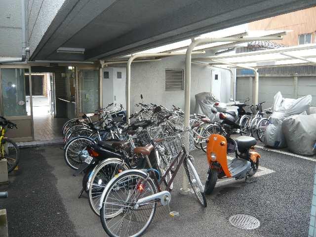 メゾン ド セレブラル 8階 南棟駐輪場