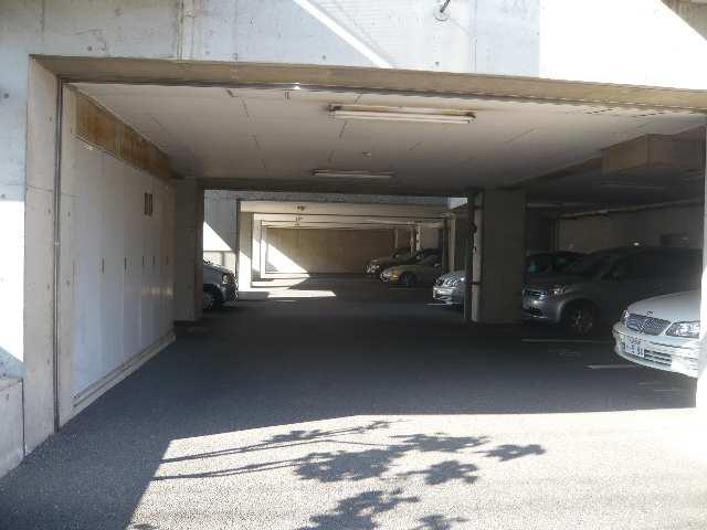 ノーサレンダー 2階 駐車場