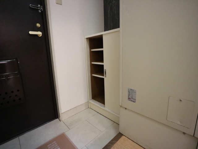 リバーサイド石川 2階 シューズBOX