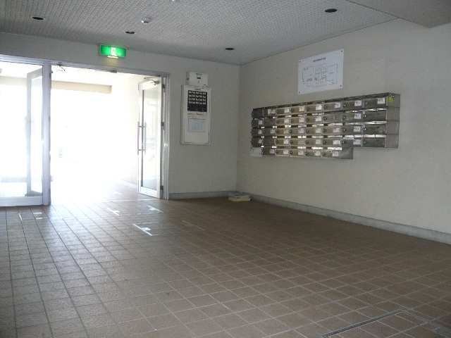 ケーエム泉 3階 広いエントランス