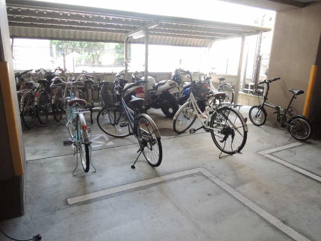 ハイツ丸の内 3階 駐輪場