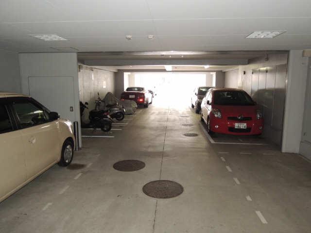 丸の内USビル 駐車場
