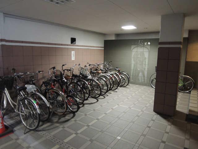 丸の内USビル 駐輪場
